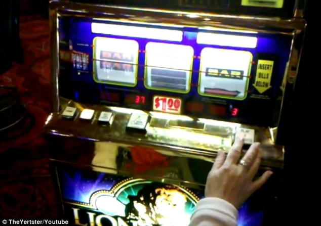 £ 555 ทัวร์นาเมนต์สล็อตฟรีโรลประจำวันที่ Cafe Casino