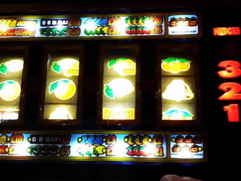 135 คาสิโนฟรีหมุนที่ Lincoln Casino