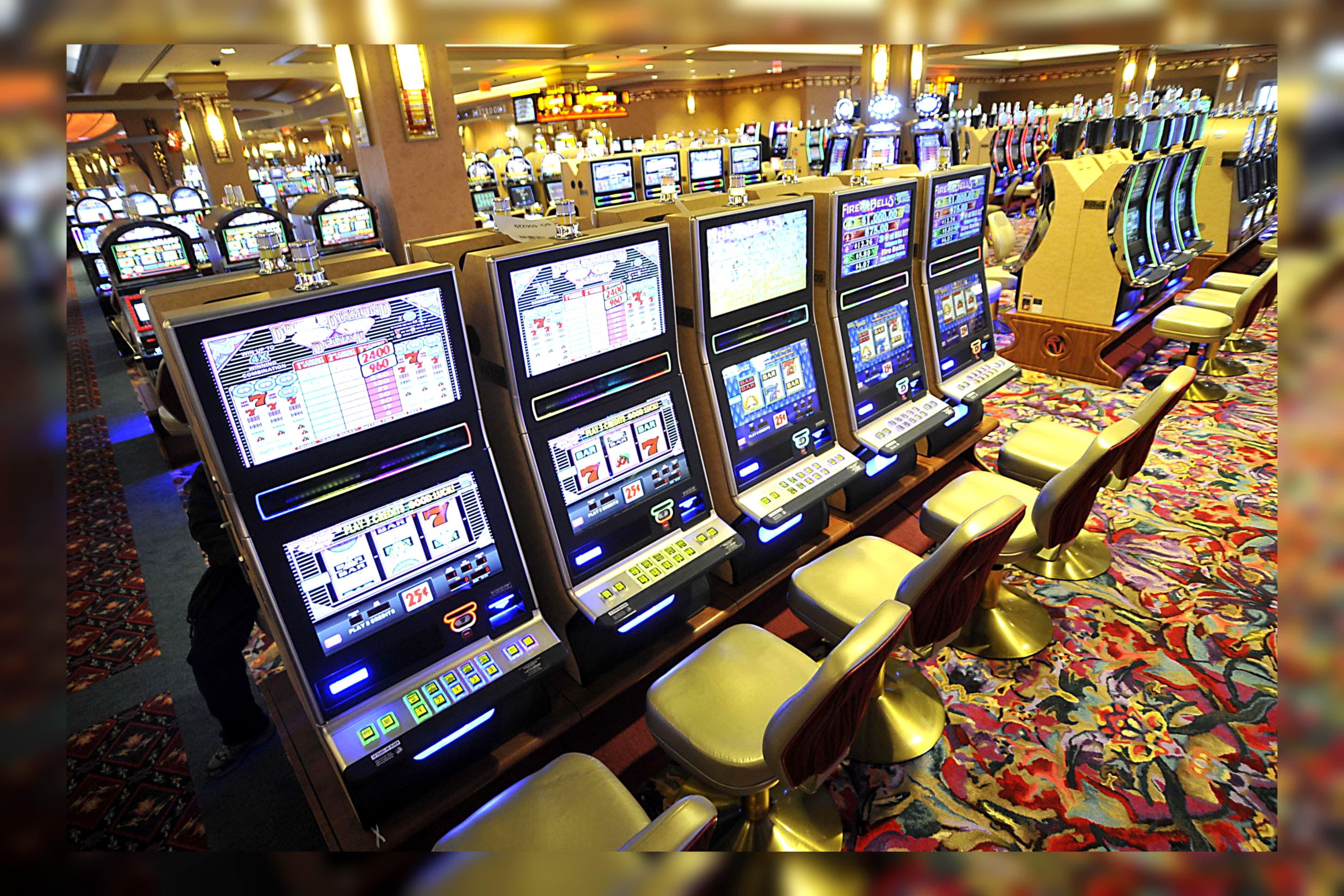 คาสิโนฟรี 210 หมุนที่ CoolCat Casino